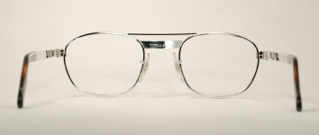 METAL VINTAGE EYEGLASSES BACK photo, under 350 kb