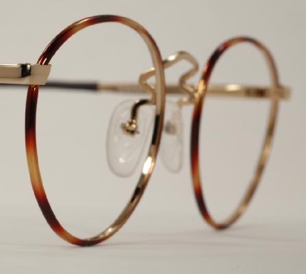 wire vintage eyeglasses angle photo under 350 kb