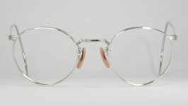 WIRE VINTAGE EYEGLASSES FRONT photo, under 350 kb